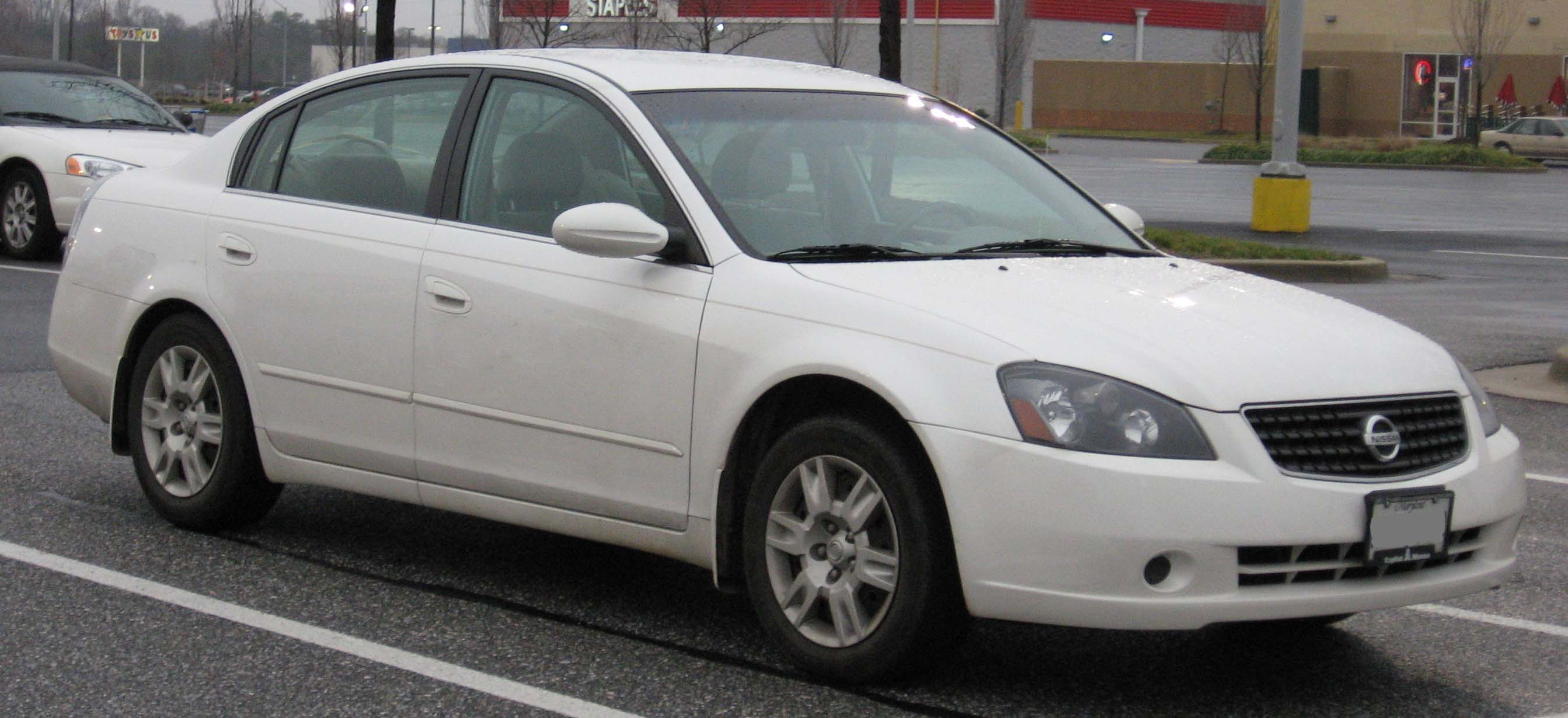 NISSAN ALTIMA white