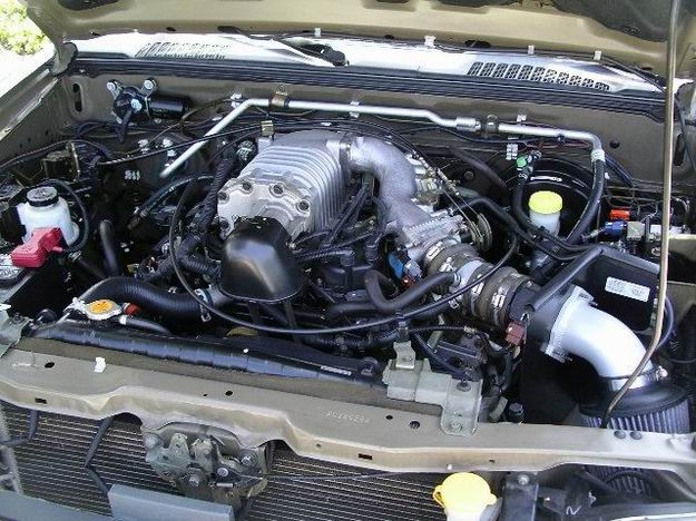 NISSAN FRONTIER 4X4 engine