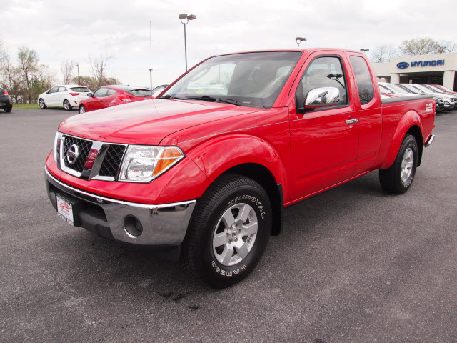 NISSAN FRONTIER 4X4 red