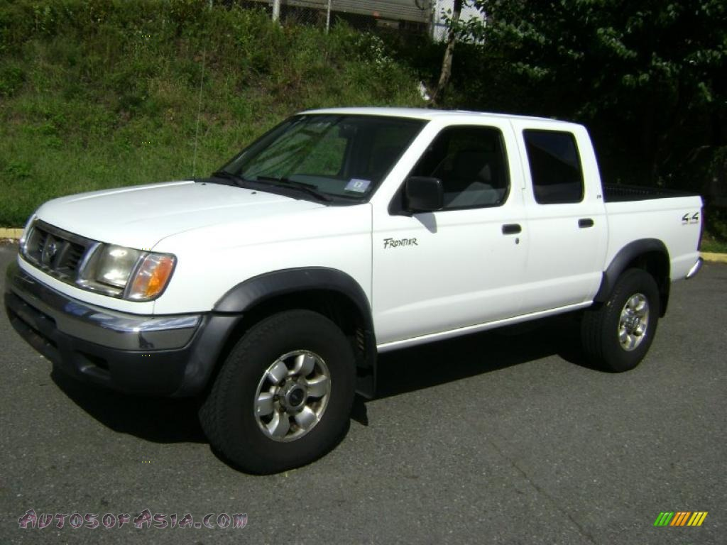 NISSAN FRONTIER 4X4 white
