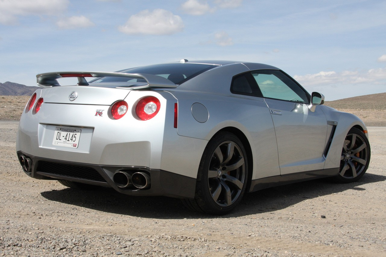 nissan gt r review and photos. Black Bedroom Furniture Sets. Home Design Ideas