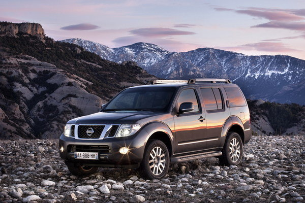 NISSAN PATHFINDER 2.5 DCI brown