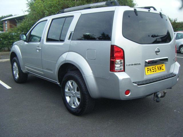 NISSAN PATHFINDER 2.5 DCI engine