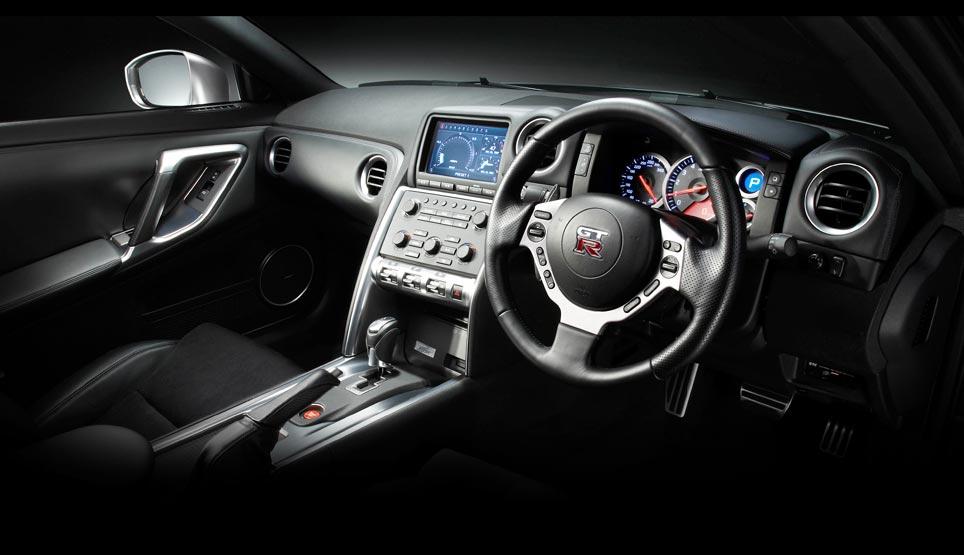 NISSAN R33 interior