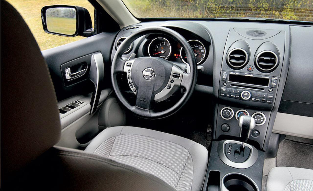 NISSAN ROGUE AWD interior