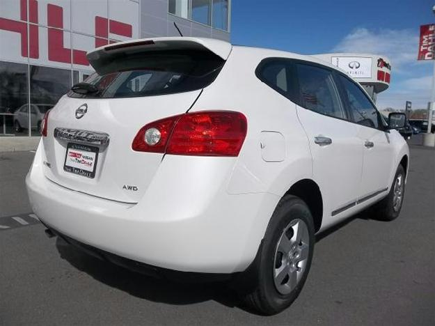 NISSAN ROGUE white