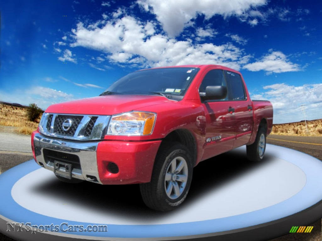 NISSAN TITAN 4X4 red