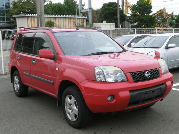NISSAN X-TRAIL red