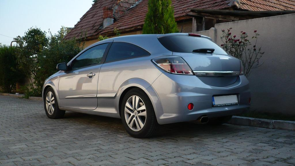 OPEL ASTRA GTC silver