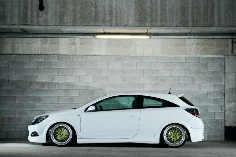 OPEL ASTRA GTC white
