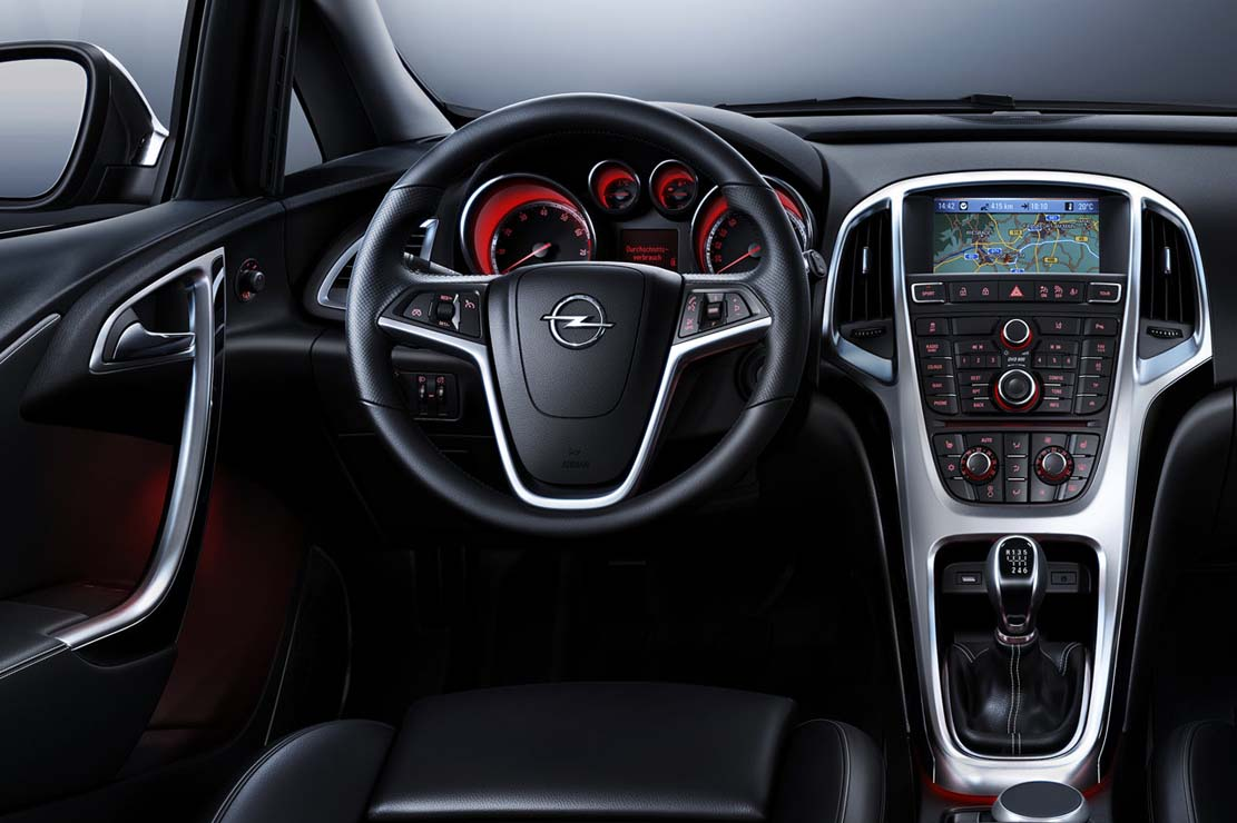 OPEL ASTRA - Review and photos