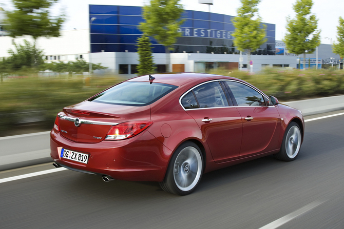 OPEL INSIGNIA 1.6 red