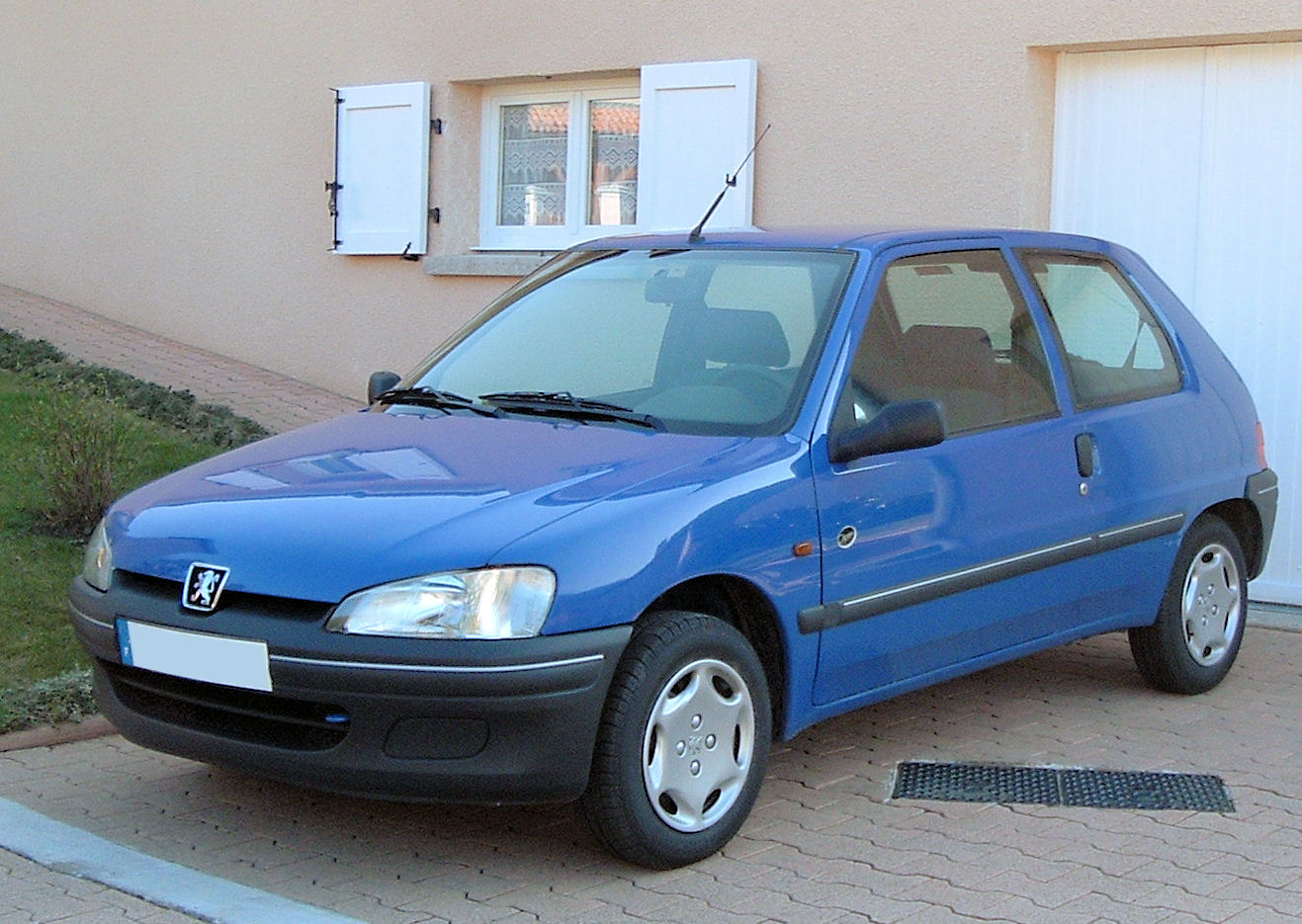 PEUGEOT 106 blue