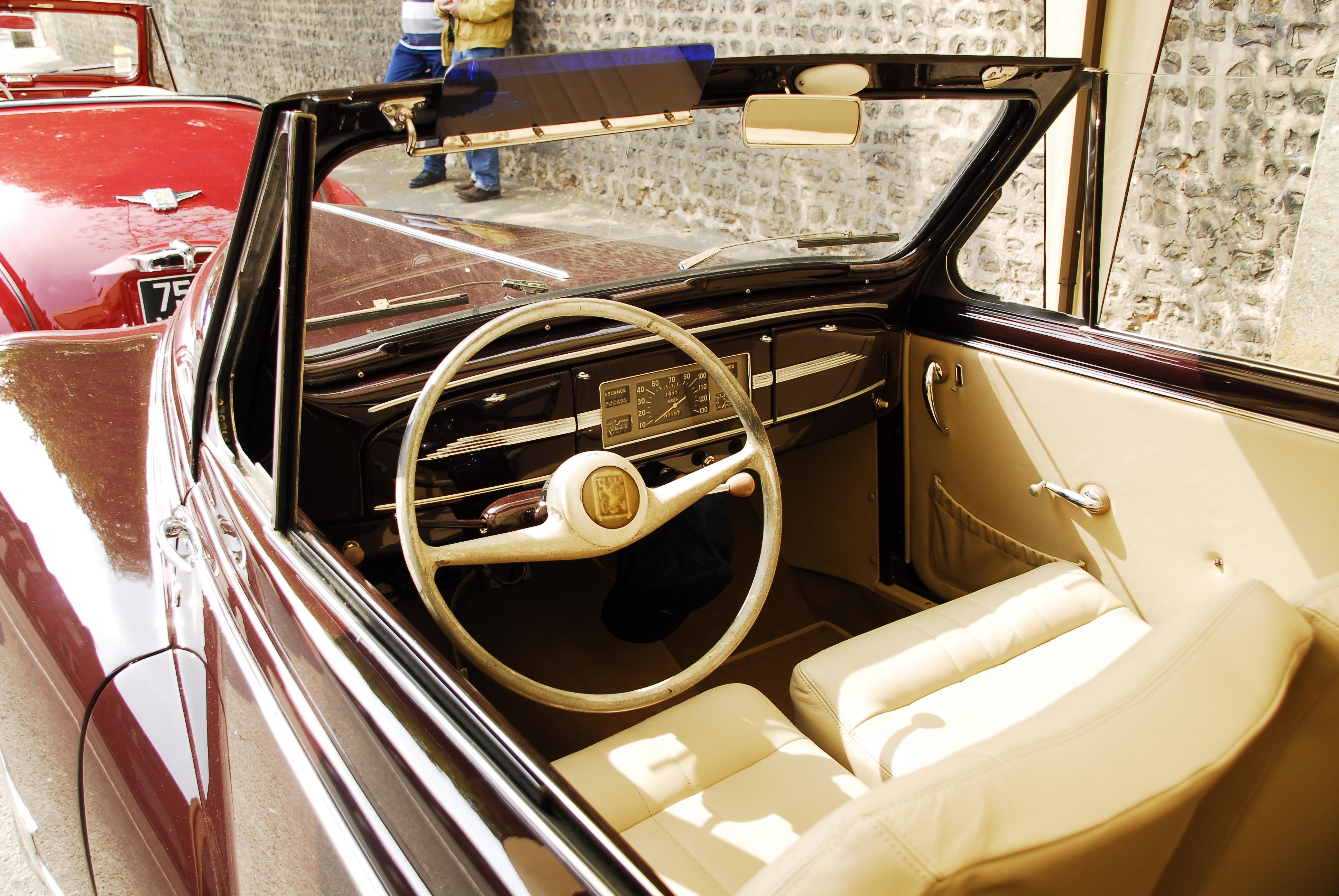 PEUGEOT 203 interior