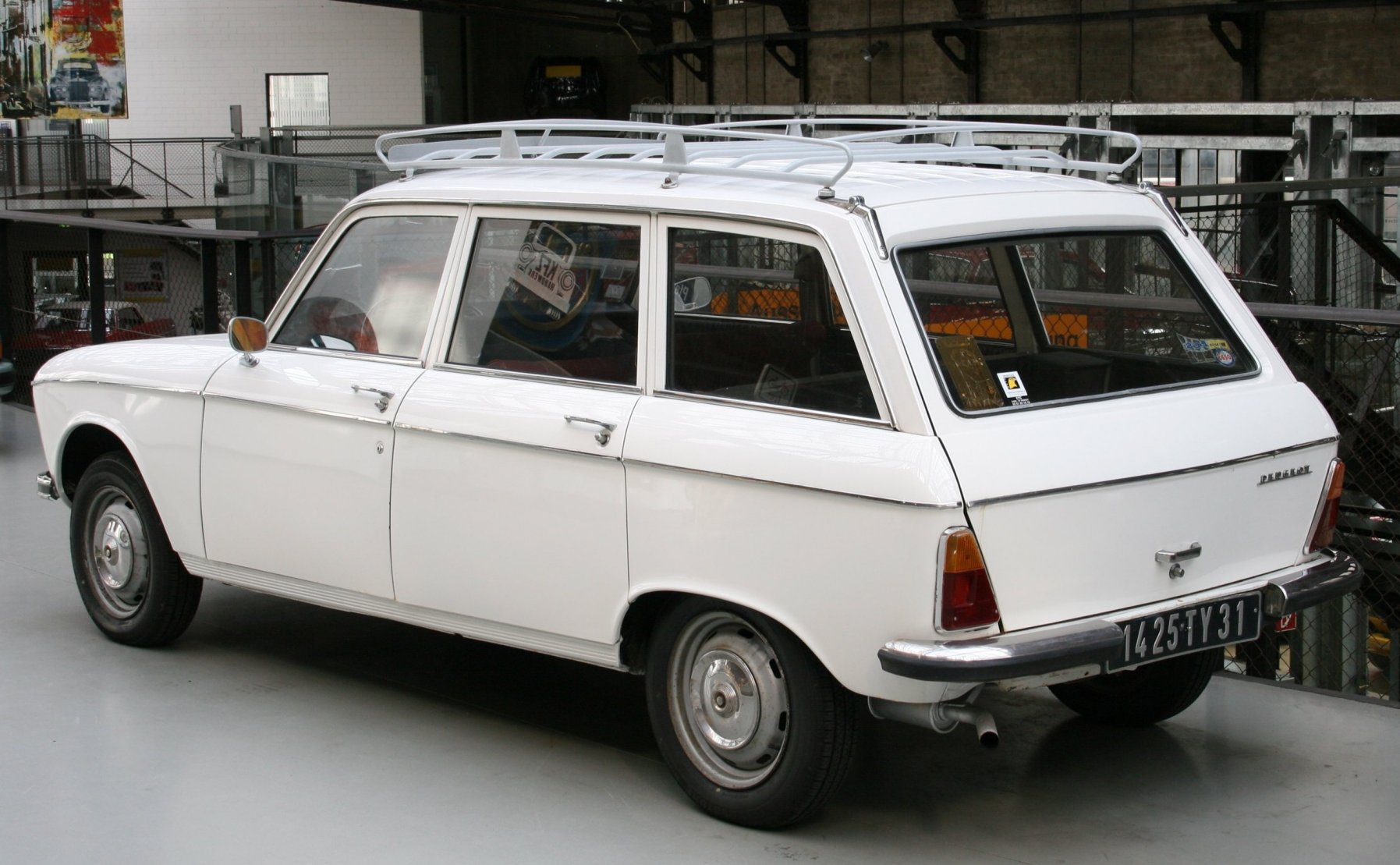 PEUGEOT 204 BREAK black
