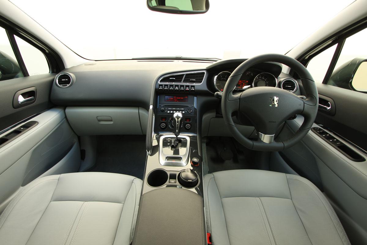 PEUGEOT 3008 1.6 interior