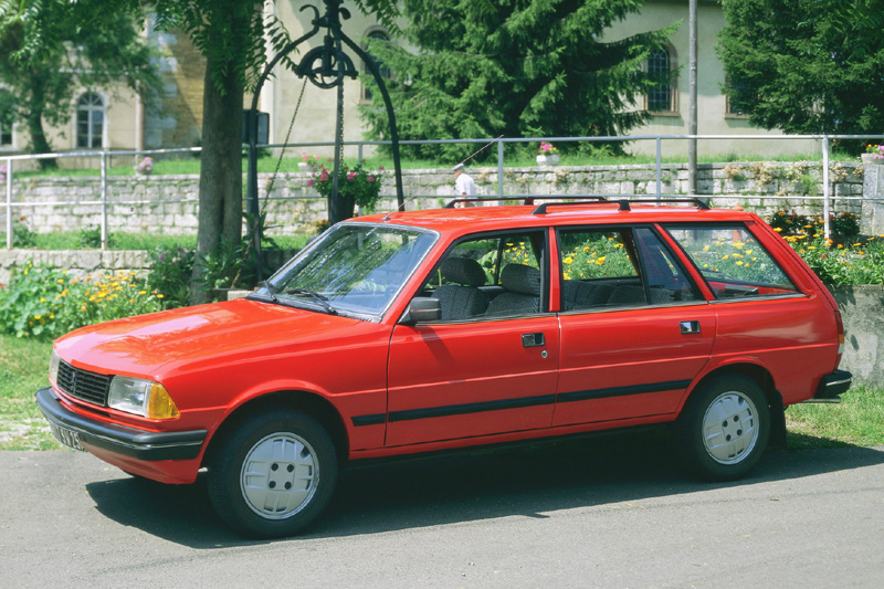 PEUGEOT 305 BREAK red