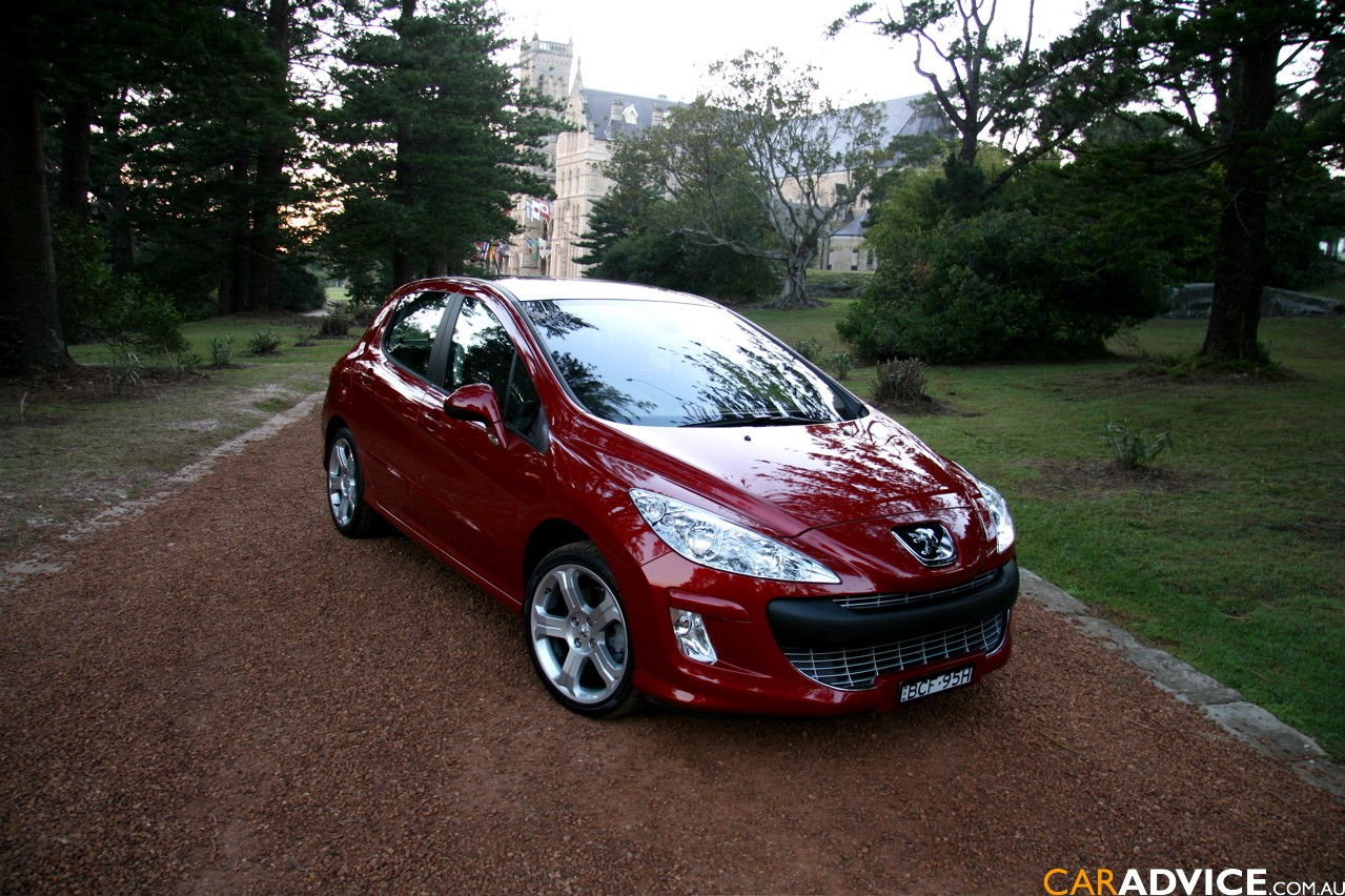 PEUGEOT 308 red