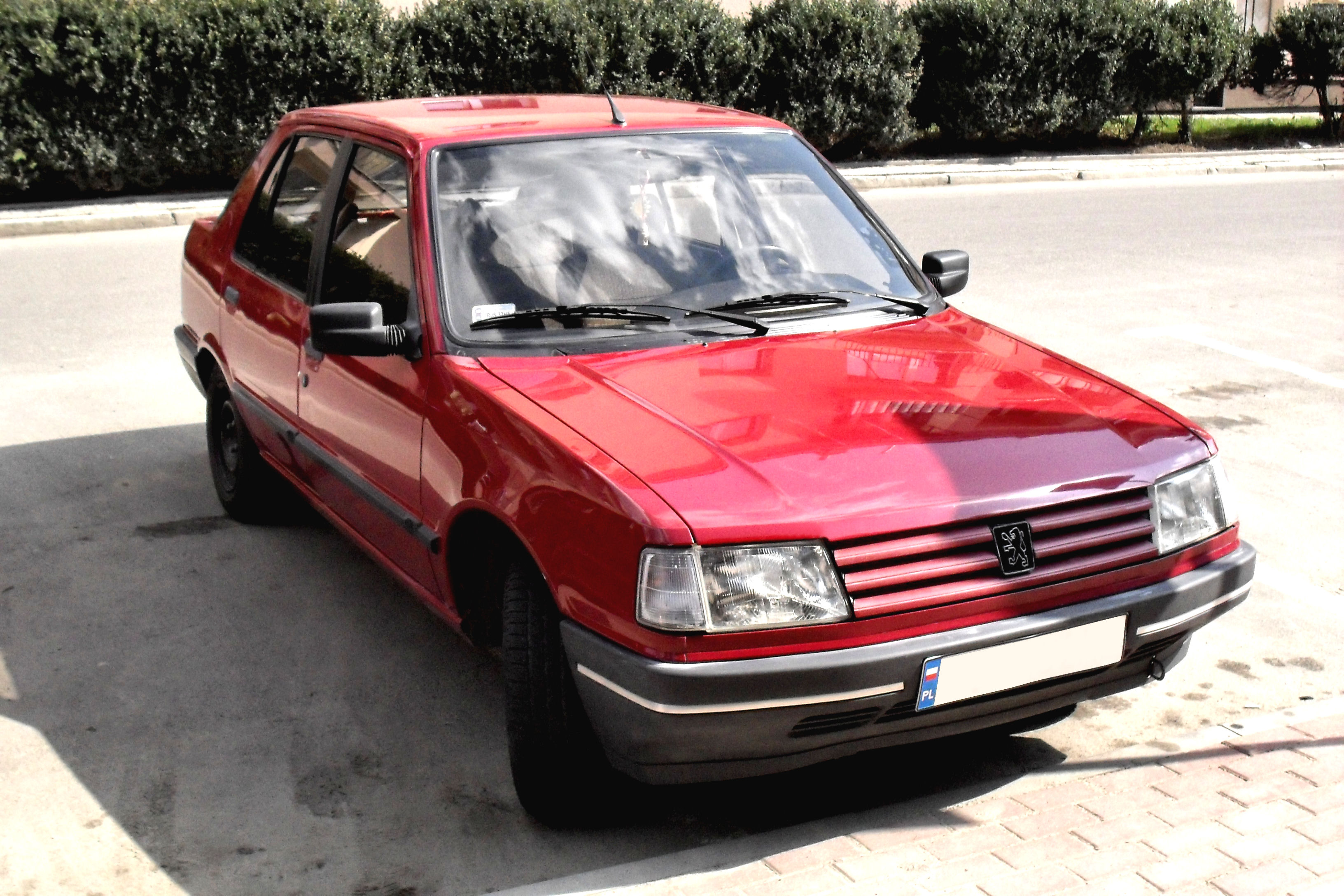 PEUGEOT 309 red