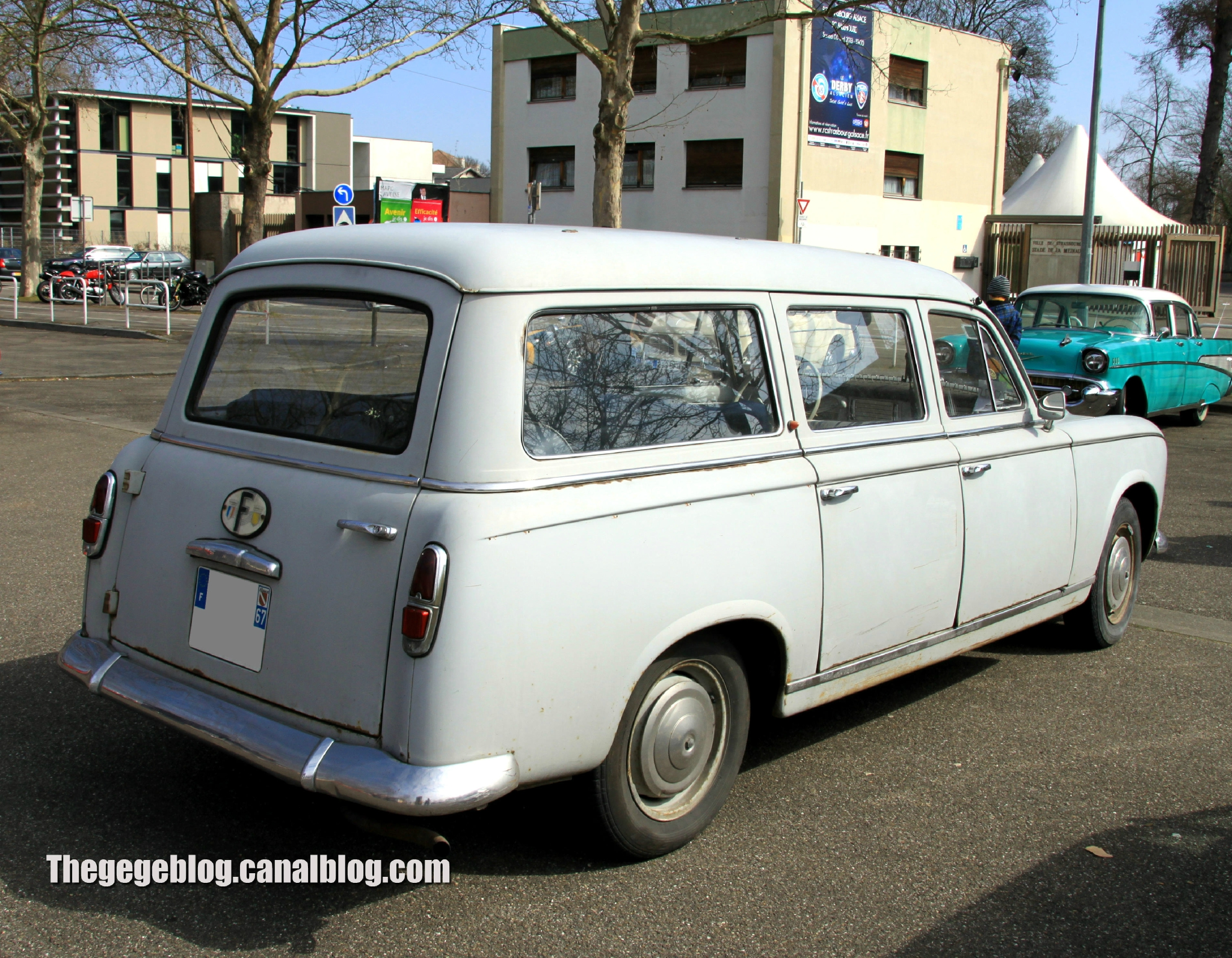 PEUGEOT 403 BREAK white