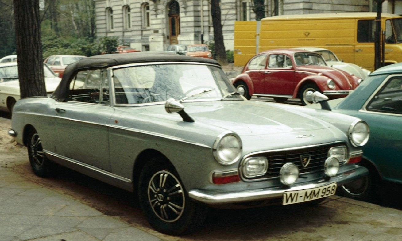 PEUGEOT 404 BREAK black
