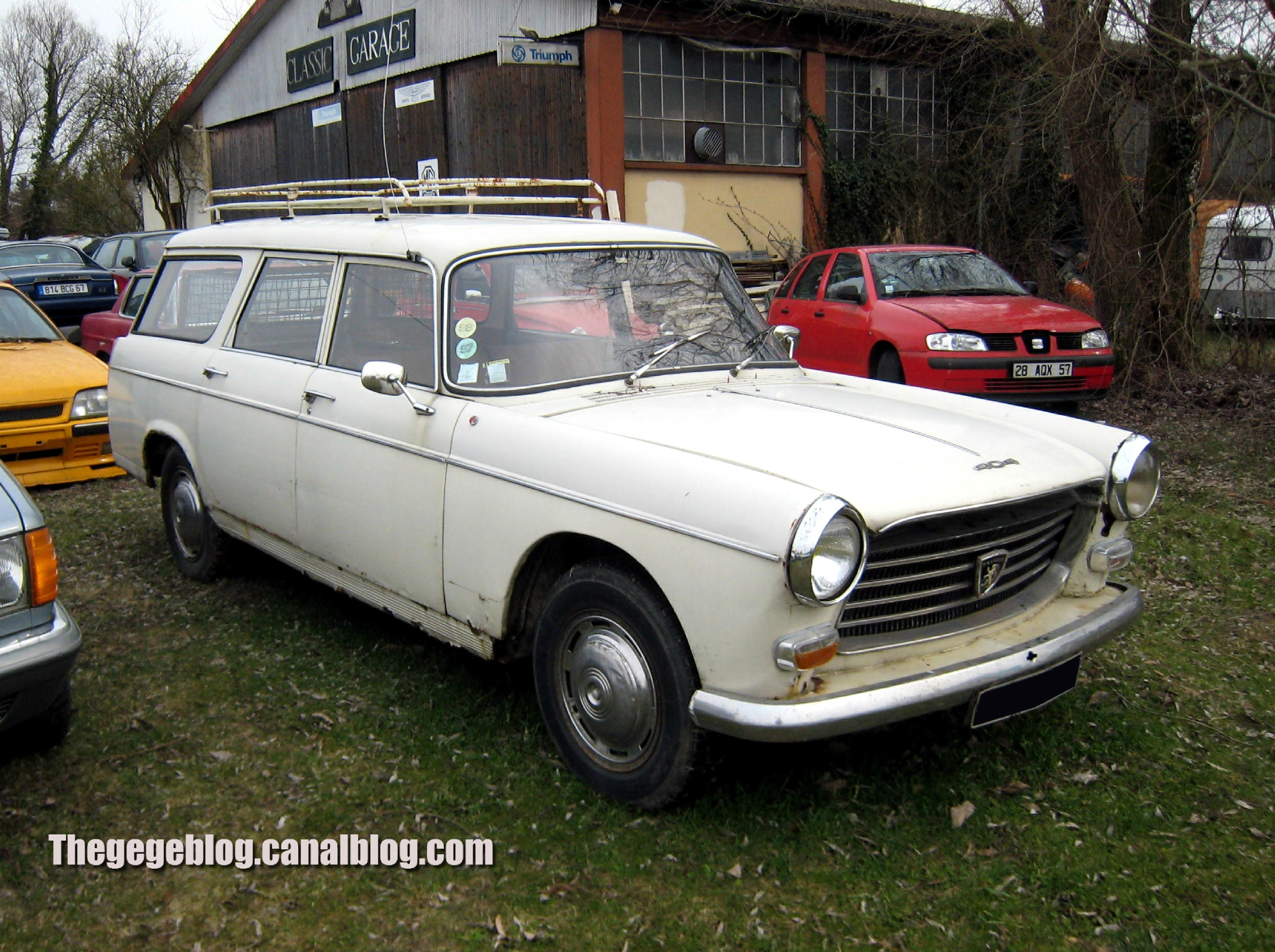 PEUGEOT 404 BREAK green