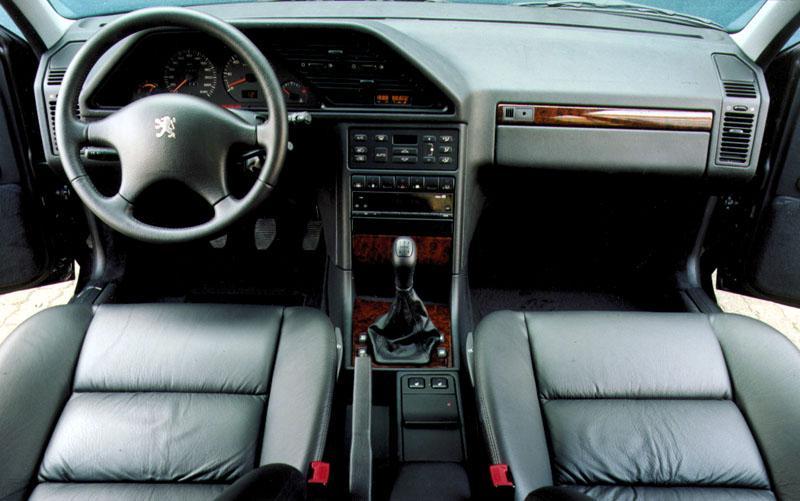 PEUGEOT 605 2.0 interior