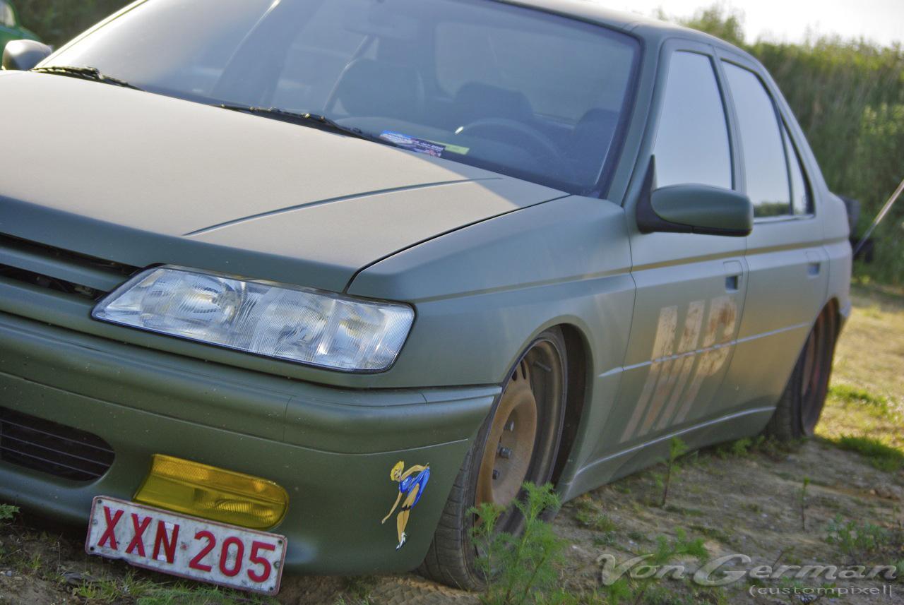 PEUGEOT 605 green