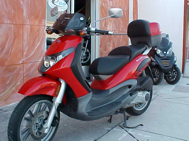 PIAGGIO BEVERLY 200 red