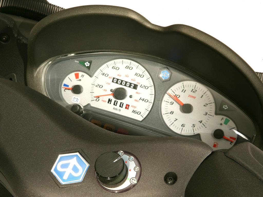 PIAGGIO X8 125 interior
