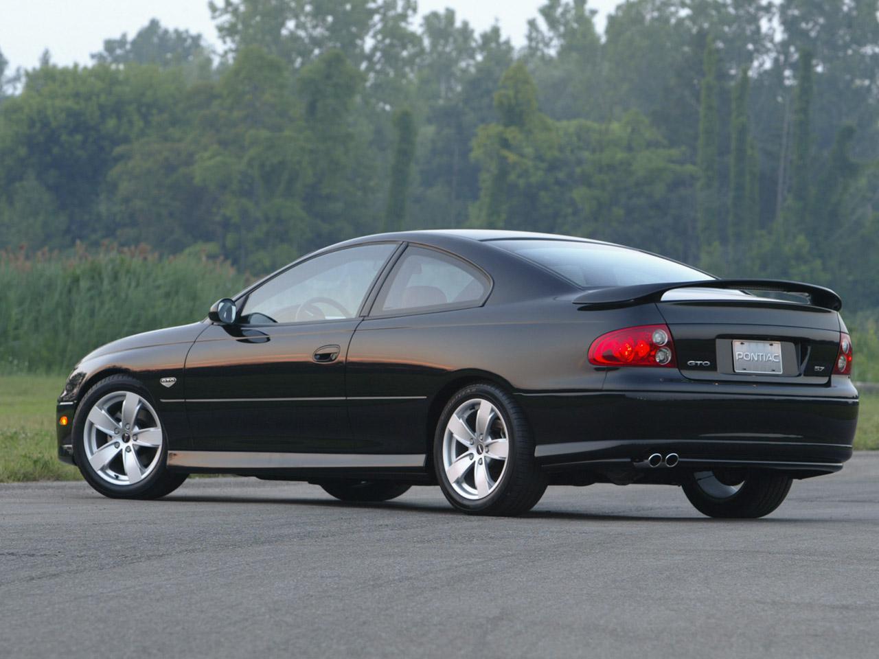 PONTIAC GTO 5.7 black