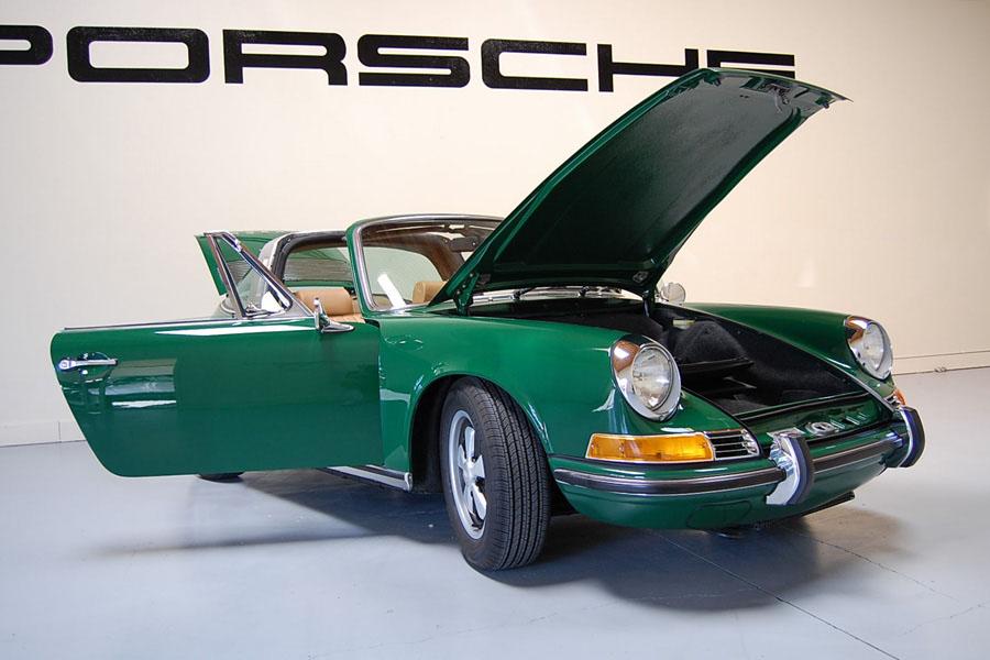 PORSCHE 911 2.2 T green