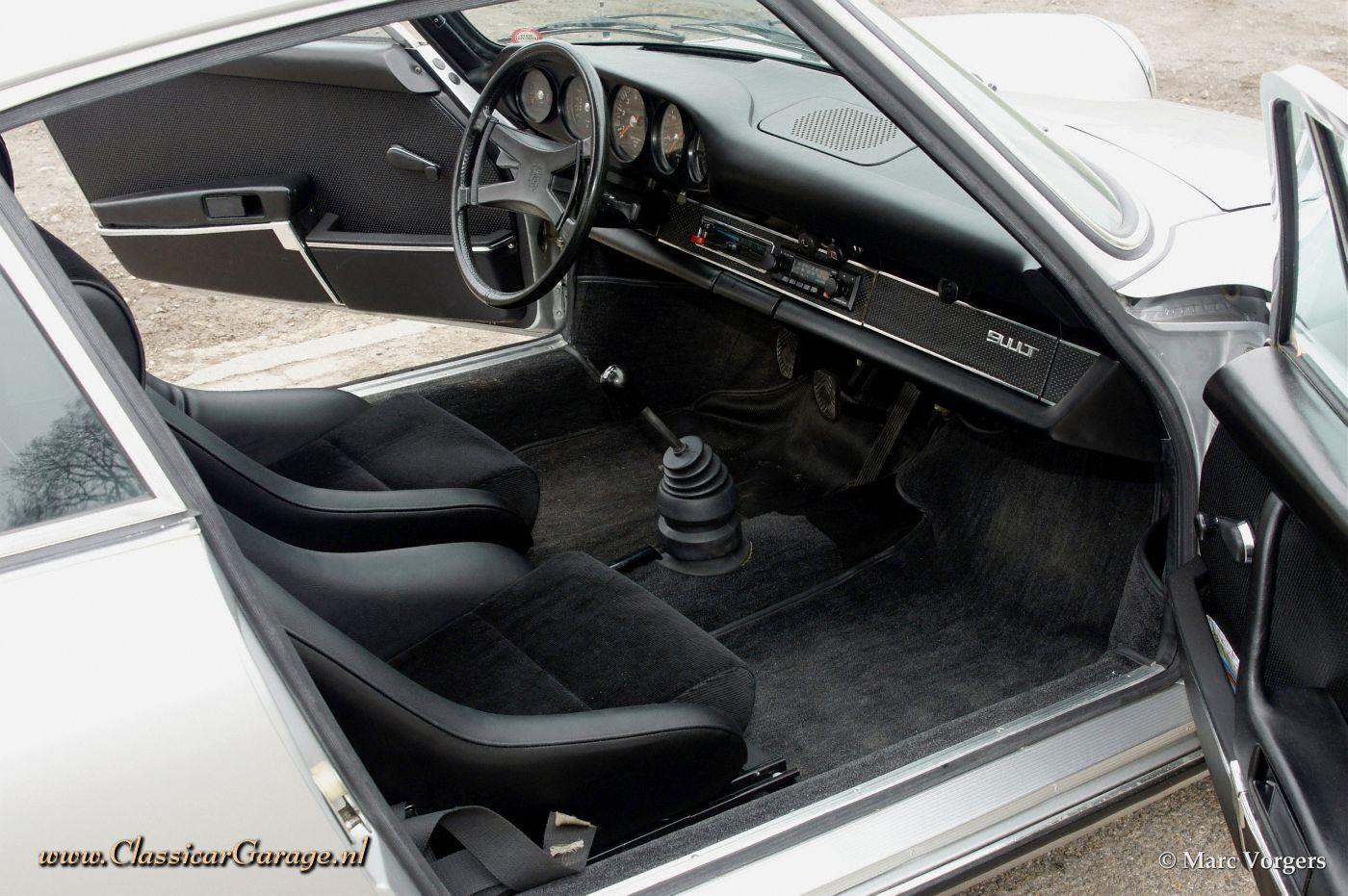 PORSCHE 911 2.2 T interior