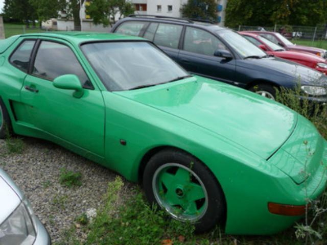 PORSCHE 924 green