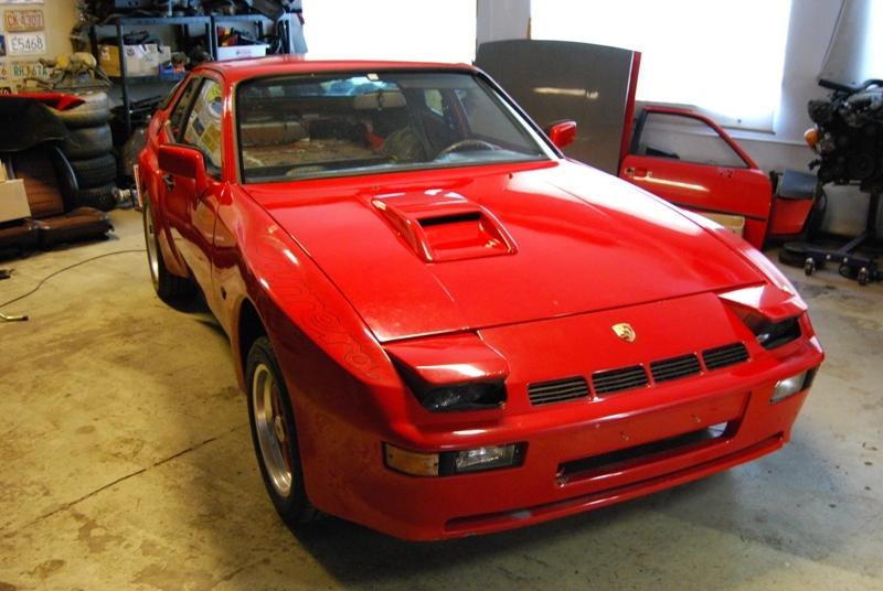 PORSCHE 924 red