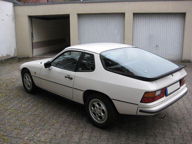 PORSCHE 924 white