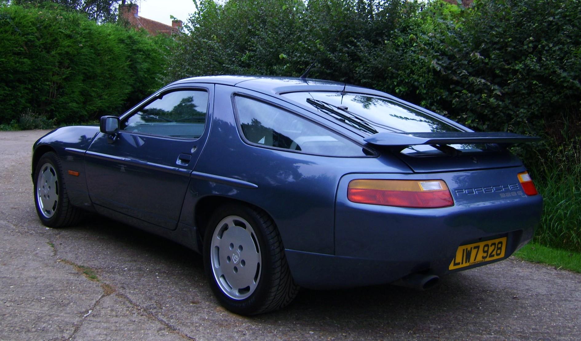 PORSCHE 928 blue