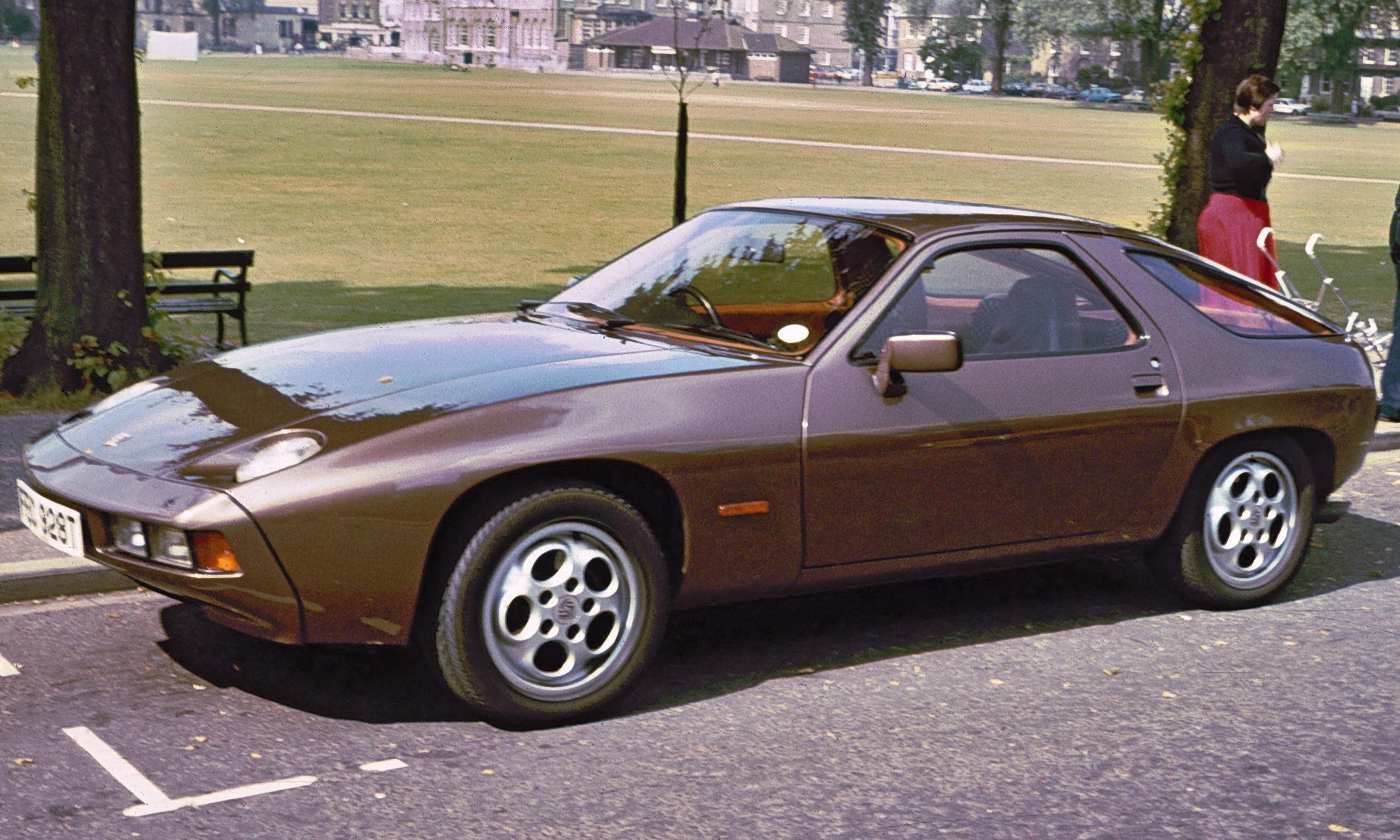 PORSCHE 928 brown