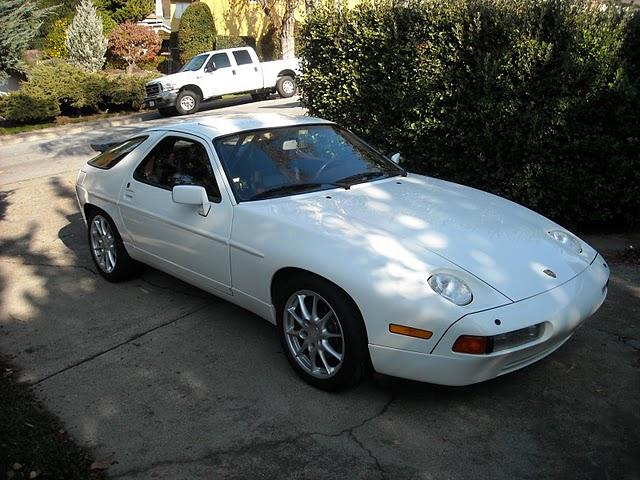 PORSCHE 928 white