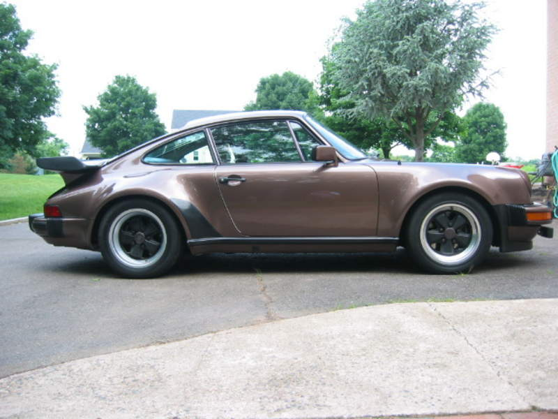 PORSCHE 930 TURBO brown