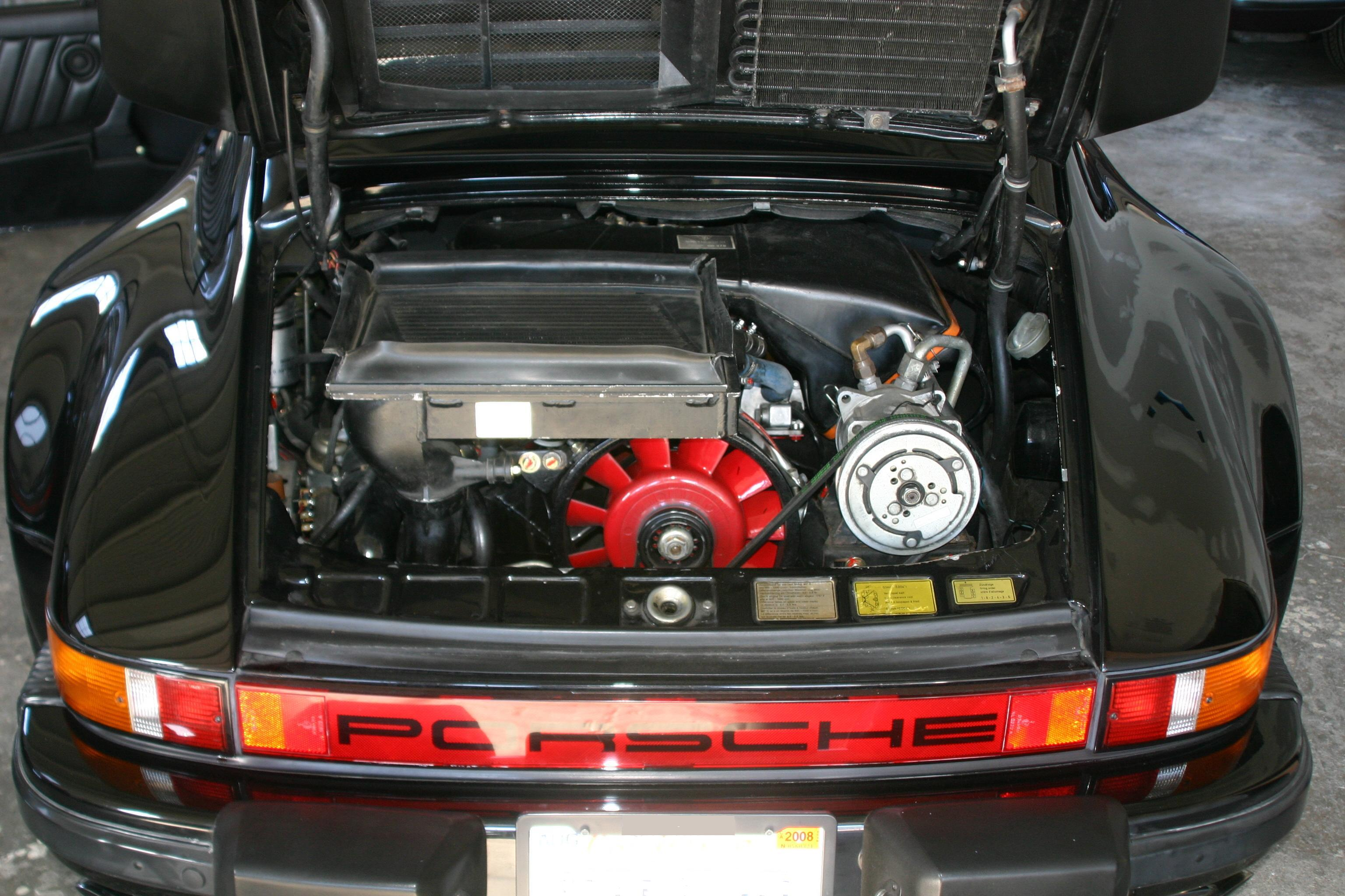 PORSCHE 930 TURBO engine