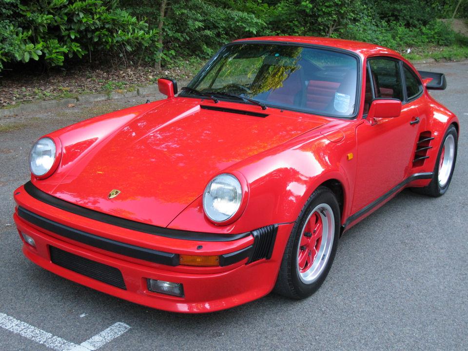 PORSCHE 930 red