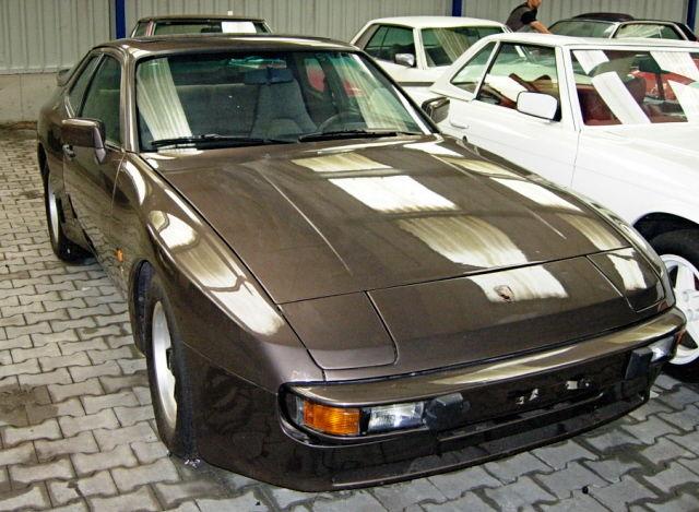 PORSCHE 944 brown