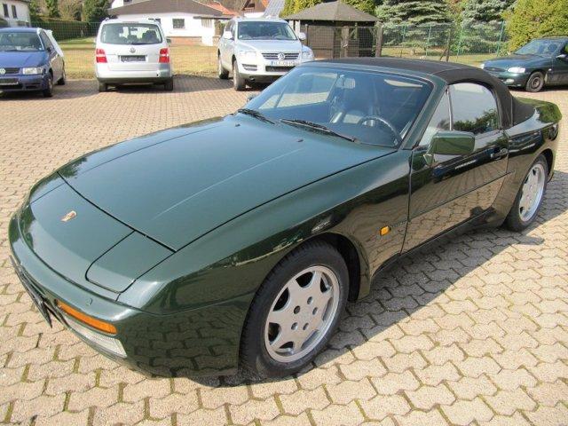 PORSCHE 944 green