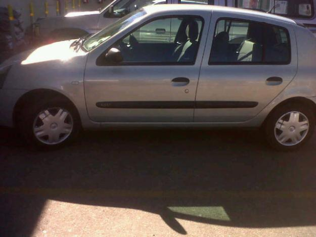 RENAULT 12 silver