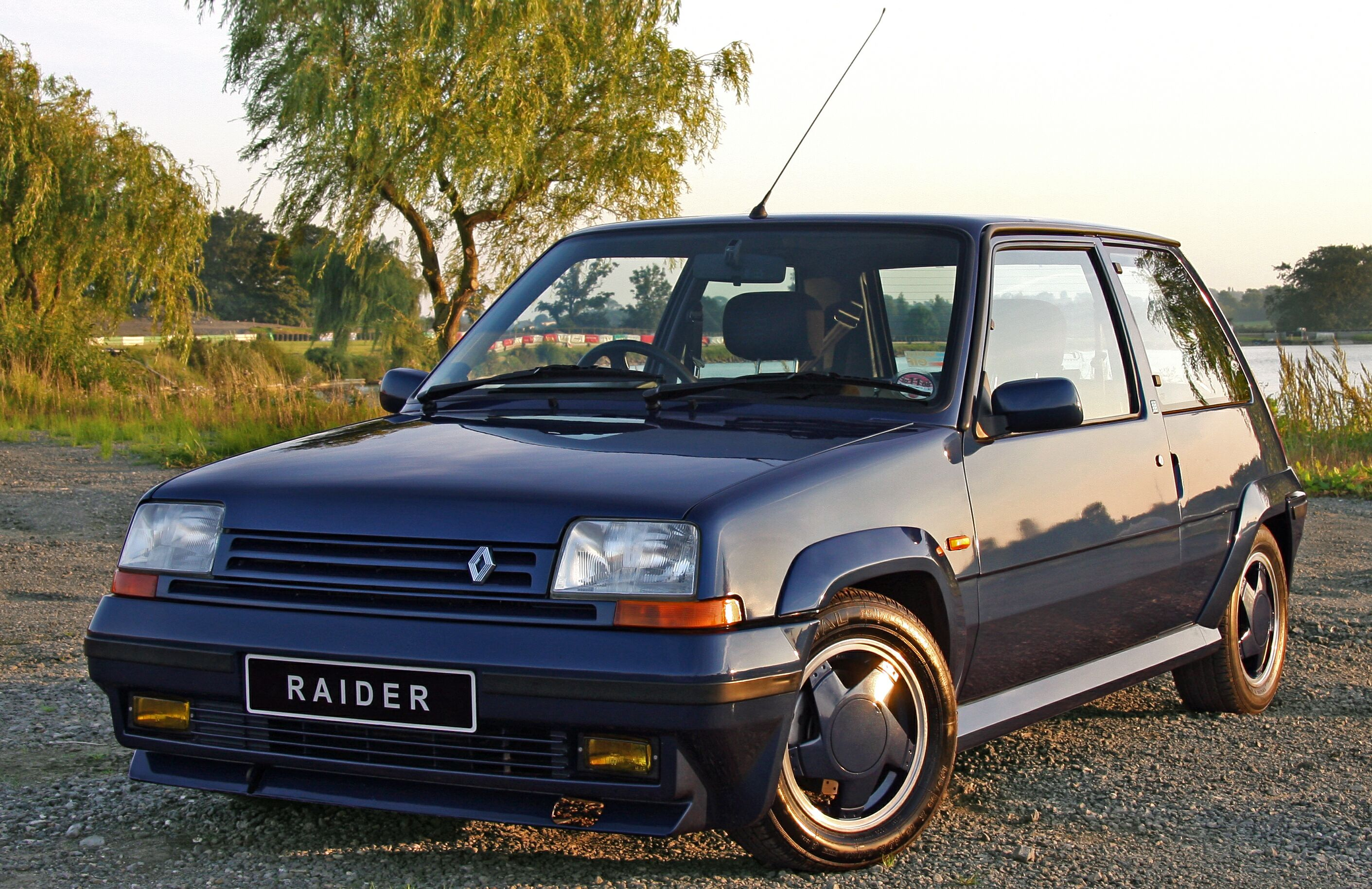 RENAULT 5 GT TURBO blue