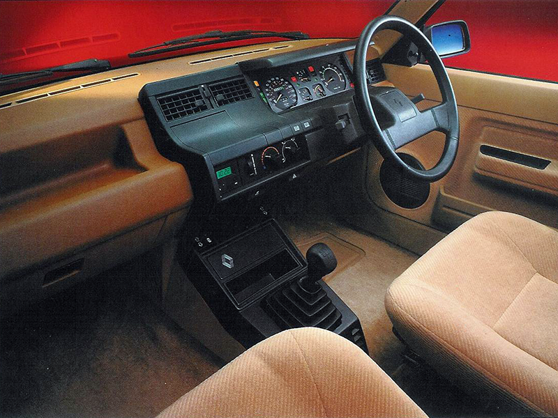 RENAULT 5 interior