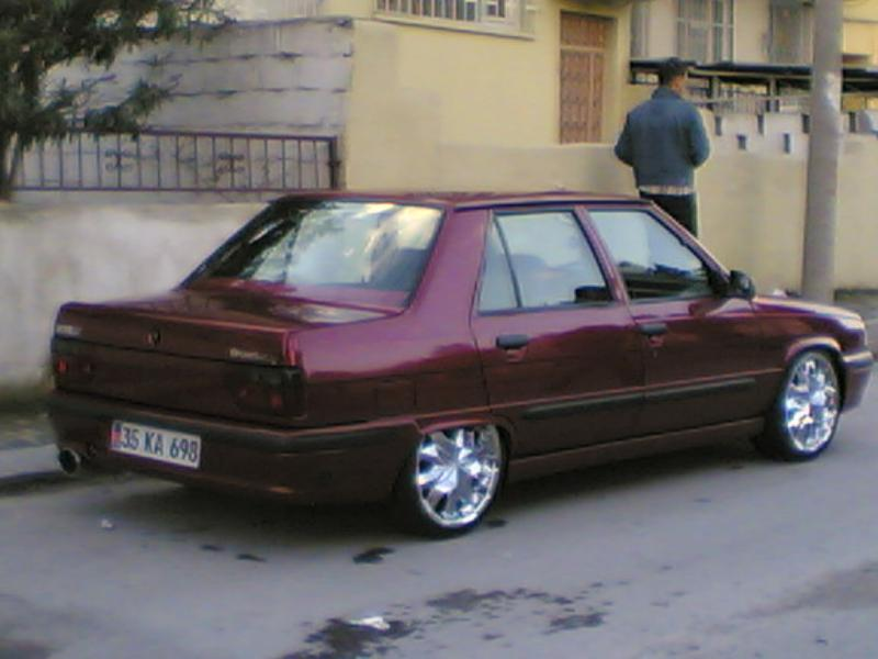 RENAULT 9 BROADWAY red