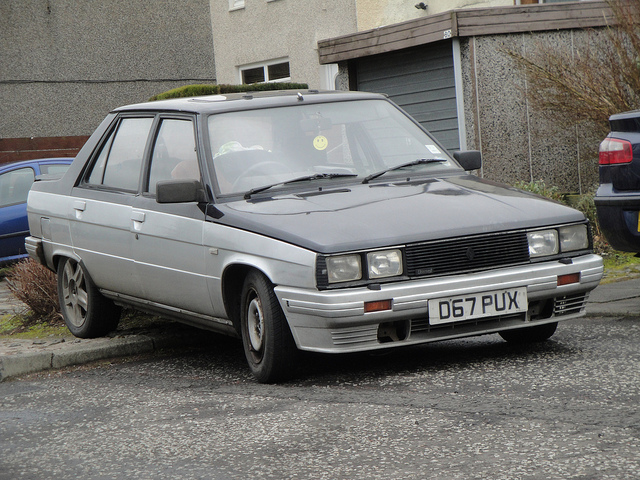 RENAULT 9 BROADWAY silver