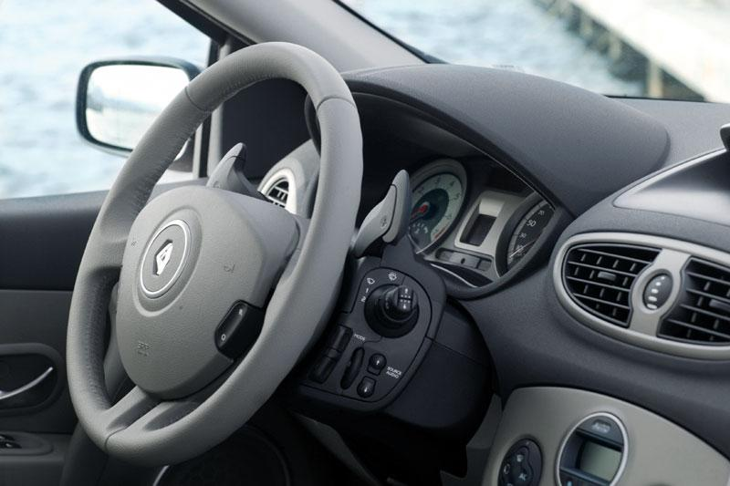 RENAULT CLIO 1.2 interior